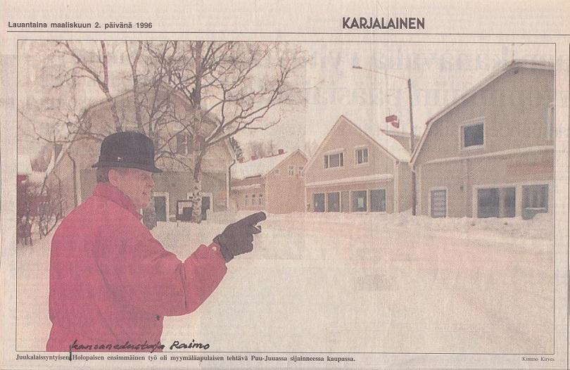 Puu-Juuka / Karjalainen. Kuvassa kansanedustaja Raimo Holopainen, sekä oikealla tyhjentyneet Vikilän talot Vanhatie 4 ja 6, vasemmalla Tulikiven omistama Vanhatie 7.