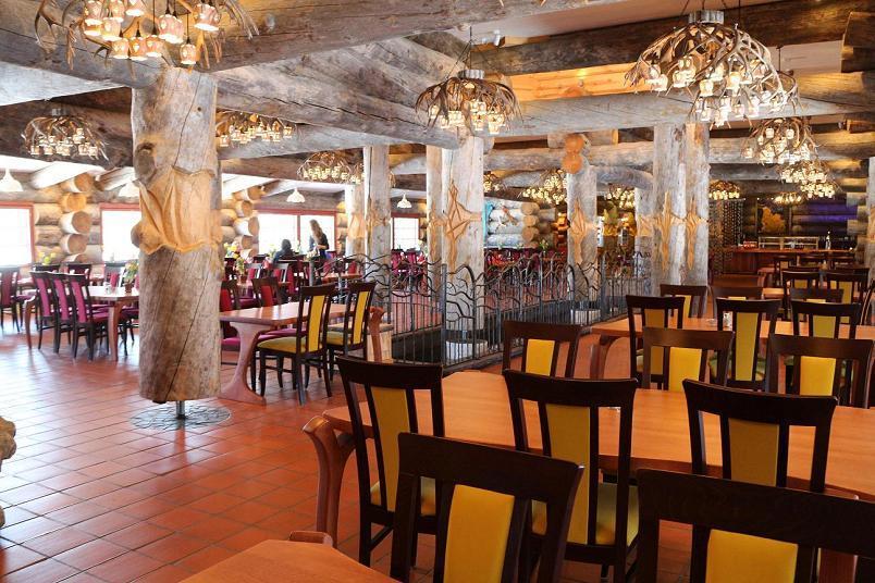Revontuli-ravintola huhtikuun auringossa 2015 Kakslauttanen