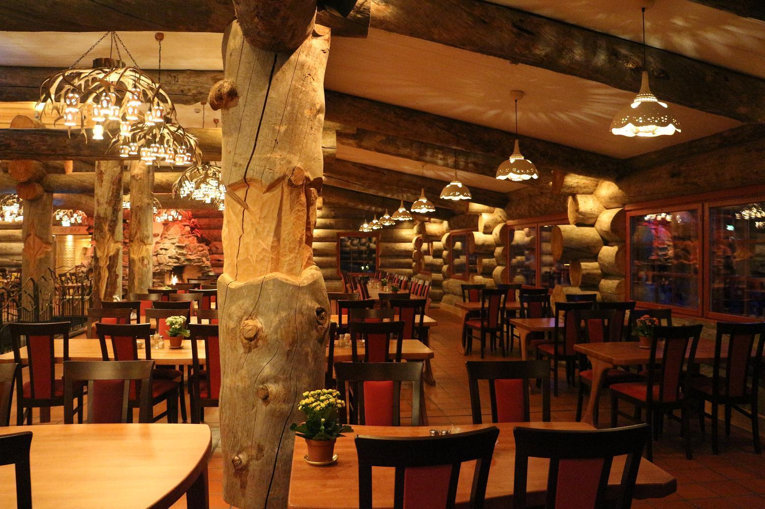 Auroora Ravintola. Hotelli Kakslauttanen 20152015